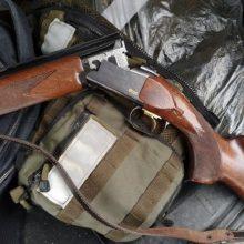 Kelmėje rastas neteisėtai laikomas šautuvas: įtariamasis vis dar ieškomas