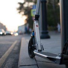 Avarija Panevėžyje: pagyvenusi moteris automobiliu kliudė paspirtuku važiavusį nepilnametį