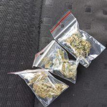 Policijos laimikis savaitgalį – trys narkotikų disponavimo atvejai