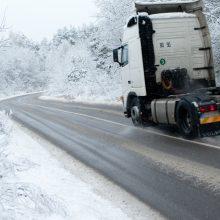 Rinkitės saugų greitį: šalies keliuose yra slidžių ruožų