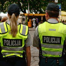 Tramdydama girtą moterį Palangoje nukentėjo jauna policininkė