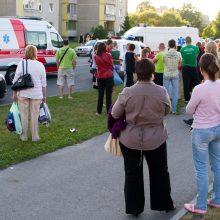 Vilniuje pro penkto aukšto balkoną iškrito vyras