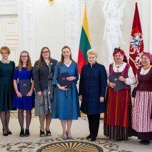 Prezidentūroje apdovanoti Nacionalinio diktanto nugalėtojai