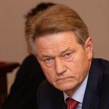 Seimas ruošiasi keisti Konstituciją dėl R. Pakso