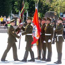 Pasikeitus kariuomenės vadui – raginimai išlikti budriems