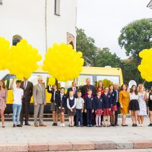 Mokykloms perduota beveik pusė šimto geltonųjų autobusų