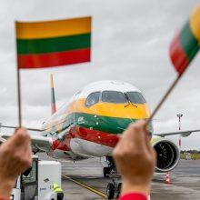 Jau nutūpė Vilniuje: dangų raižys trispalve papuoštas lėktuvas