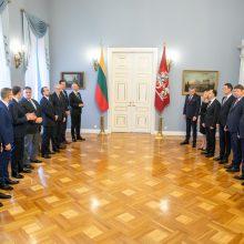 Ar ryšis Seimas pakelti algas premjerui ir ministrams?