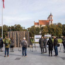 """Lukiškių aikštėje iškilo """"Laisvės kalvos"""" maketas: įvertinkite vaizdą"""