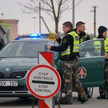 Per Lietuvos sieną neįleisti 622, neišleista išvykti 343 asmenims