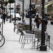 Vyriausybė spręs dėl karantino atlaisvinimų: vėl bus galima pasėdėti kavinėje?