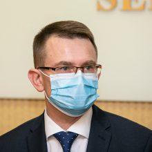 """Sveikatos ministras A. Dulkys: vakcinų pakaks ir """"deficito"""" nebus <span style=color:red;>(interviu)</span>"""