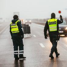 Keliuose – vėl policijos postai: žadama koreguoti judėjimo ribojimus