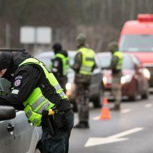 Policija: savaitgalį apskritys spręs, ar steigti judėjimo kontrolės postus