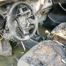 Naktį Vilniuje padegtas automobilis, nuo jo apdegė dar vienas