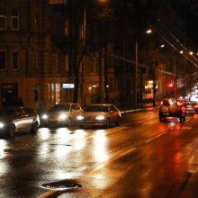 Naktį keliuose reikės saugotis plikledžio, eismą sunkins ir rūkas