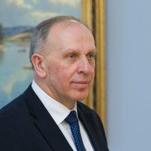 Ministerija pradėjo vidinį tyrimą dėl ambasadoriaus Rusijoje R. Motuzo