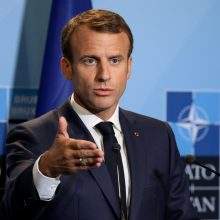 """G. Nausėda kritikuoja E. Macrono pareiškimą apie NATO """"smegenų mirtį"""""""