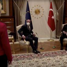 """EVT pirmininkas prisipažino: po """"sofageito"""" skandalo jį graužia sąžinė"""