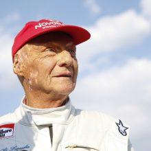 """Mirė garsus austrų """"Formulės 1"""" lenktynininkas N. Lauda"""