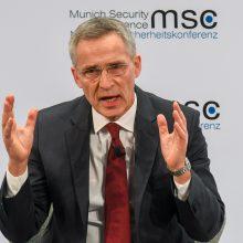 J. Stoltenbergas: NATO neatsisako dialogo su Rusija