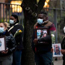 JAV per praėjusią parą užregistruota 830 mirčių nuo COVID-19