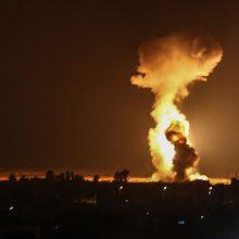 """Izraelis vėl smogė """"Hamas"""" taikiniams Gazos Ruože"""