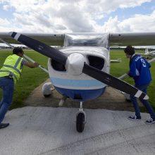 Pagrindiniame Kroatijos greitkelyje avariniu būdu nutūpė  lėktuvas
