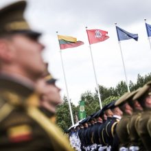 Apklausa: žmonės pasitiki kariuomene, gerai vertina NATO sąjungininkus