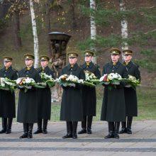 Kariai pagerbs žuvusius Lietuvos gynėjus, nusipelniusius žmones