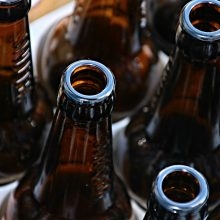 Girtas vyras parduotuvėje nesumokėjo už alų ir išėjo: čia reketas