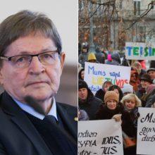 Švietimo darbuotojų algoms E. Jovaiša prašo dar 70 mln. eurų