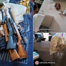 Per kratą vilniečio namuose rasta narkotikų ir ginklų