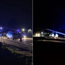 Įtemptos gaudynės Kaune: bėglys nuvertė stulpą ant policijos automobilio
