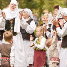 Dainų šventės Folkloro diena: su ugnimi, varpais ir milžinais