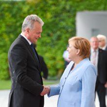 G. Nausėda prabilo vokiškai ir pakvietė A. Merkel į Kuršių neriją