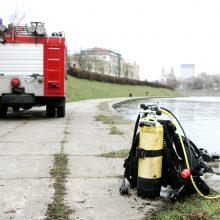 Ugniagesiai Trakų rajone iš Neries ištraukė Vilniuje nuskendusį vyrą