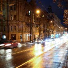 Įspėja vairuotojus: naktį keliuose gali formuotis plikledis