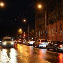 Svarbu, jei leisitės į kelią: naktį eismą sunkins plikledis ir rūkas