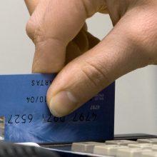 Apsimetėliams banko kortelę atidavusi plungiškė neteko daugiau kaip 9 tūkst. eurų