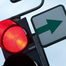 Per raudoną šviesoforo signalą važiavęs girtas vairuotojas sukėlė avariją
