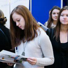 Papildomą priėmimą įveikę jaunuoliai pasirašo sutartis su universitetais
