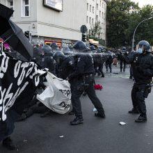 Berlyne per protestus prieš įvestus apribojimus sužaloti 45 policininkai