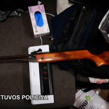 Susėmė nusikaltėlių gaujos narius: rado kilogramą amfetamino ir ginklų