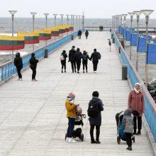 Į Palangą plūsta būriai poilsiautojų: žmonės išsiilgę atokvėpio prie jūros