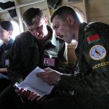 Baltarusijos ginkluotės inspektoriai tikrina Lietuvos karinį dalinį
