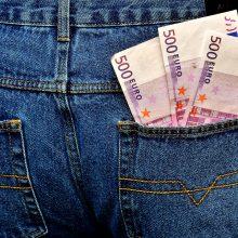 Moteris patikėjo sukčiais ir neteko 5 tūkst. eurų