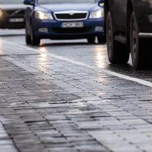 Vairuokite atidžiai: keliuose kai kur – plikledis