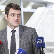 Opozicija sako dar nenusprendė, kaip balsuos dėl R. Žemaitaičio