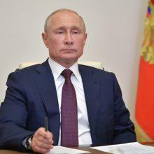 Rusijoje po referendumo įsigaliojo ginčytinos konstitucijos pataisos